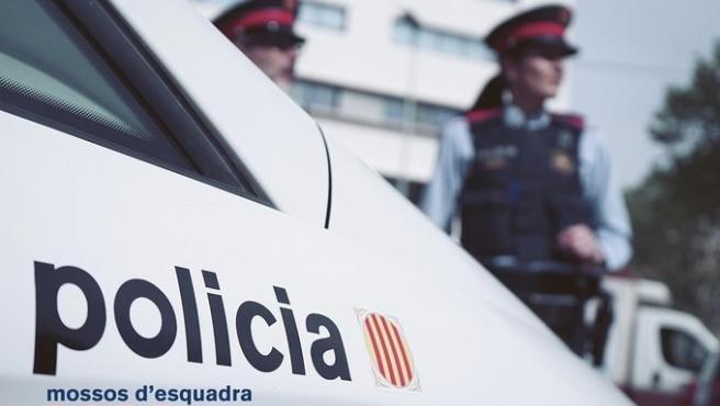 Dos agentes de los Mossos d'Esquadra en una imagen de archivo.