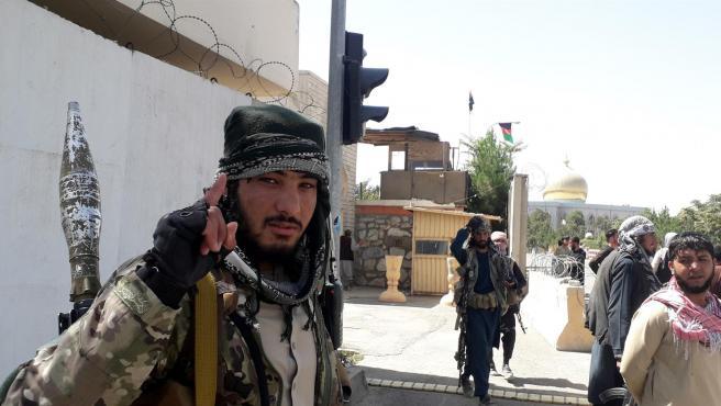 Un talibán durante la conquista de la ciudad de Ghazni.