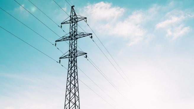 Imagen de archivo de una torre de alta tensión.