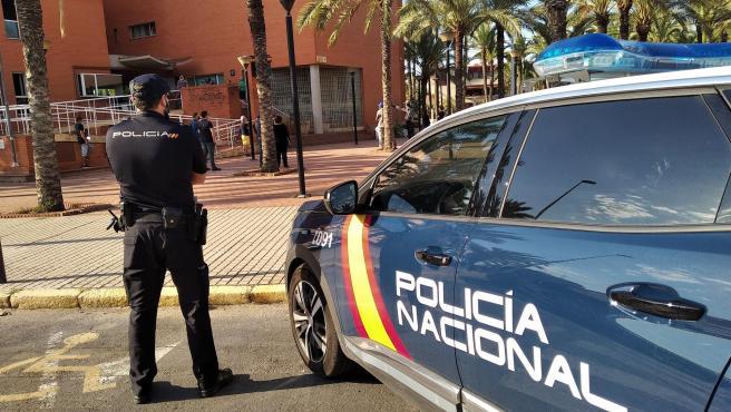 Imagen de archivo de un agente de policía.