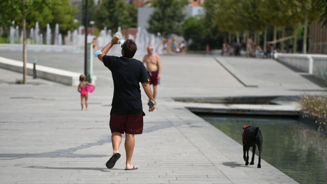 La ola de calor mantiene este domingo en riesgo a gran parte del país, alcanzando los 44ºC en algún punto
