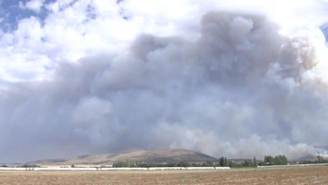 Nube de cenizas del incendio de Navalacruz (Ávila)