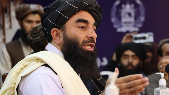 """El portavoz Talibán, Zabihullah Mujahid ha asegurado que """"el Emirato Islámico no busca venganza contra nadie, queremos asegurar que Afganistán no es un lugar de conflicto nunca más. No queremos repetir ninguna guerra"""". Así, en la primera rueda de prensa de los talibanes tras la conquista de Kabul, han tratado de mandar un mensaje de concordia y respeto por los derechos de la mujer."""