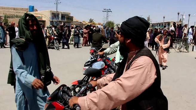 El acceso de afganos al aeropuerto de Kabul, cuestionado por EEUU