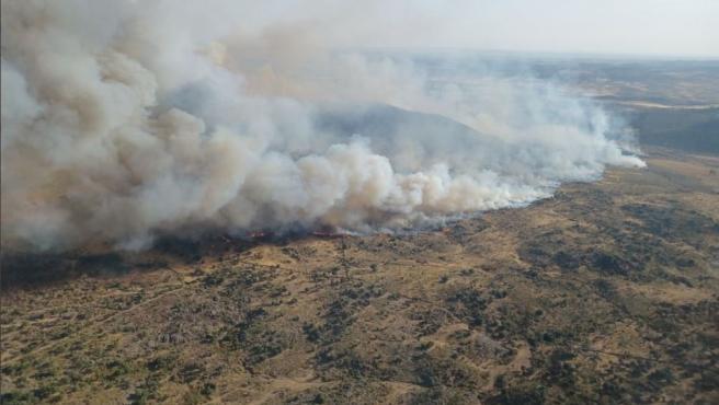 El incendio en Alburquerque (Badajoz) continúa activo y con el nivel 1 de peligrosidad