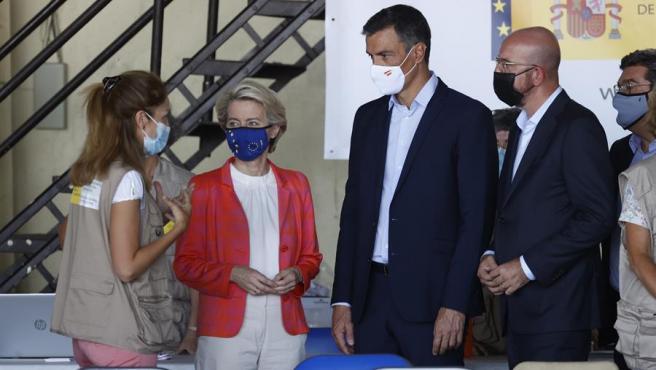 El presidente del Gobierno, Pedro Sánchez, la presidenta de la Comisión Europea, Ursula von der Leyen y el presidente del Consejo Europeo, Charles Michel, en Torrejón.