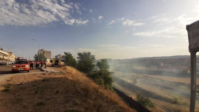 Cuenca insta a Adif a que limpie sus terrenos anexos a la estación y vías de tren, tras el incendio de este lunes