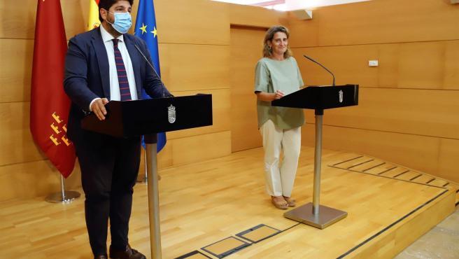 El presidente de Murcia, Fernando López Miras, y la vicepresidenta tercera y ministra para la Transición Ecológica, Teresa Ribera.