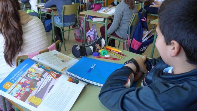 Un total de 123 centros educativos extremeños concertados recibirán 780.000 euros para libros de texto y materiales