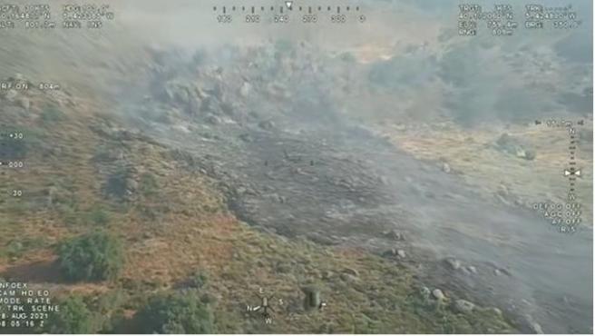 Medios aéreos y terrestres trabajan en el fuego de Villanueva de la Vera que mantiene evolución favorable