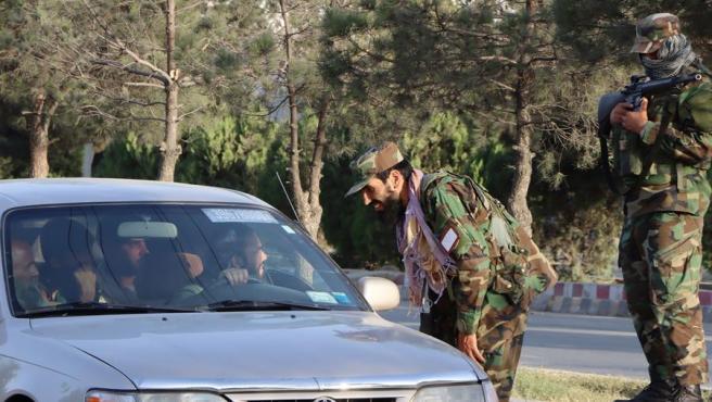 Control de una patrulla talibán en Kabul.