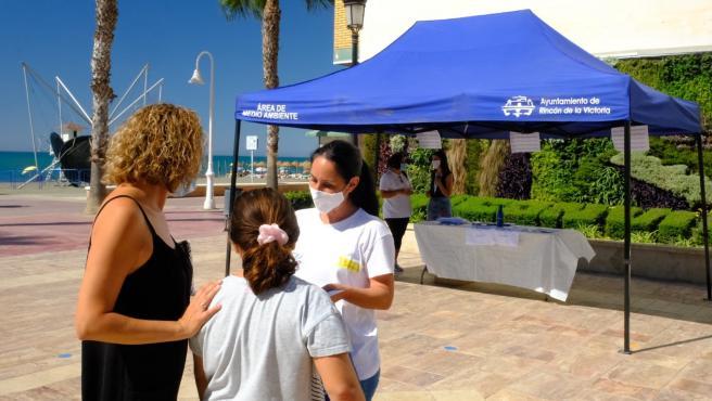Cvirus.- Rincón desarrolla campaña de sensibilización sobre limpieza y desinfección contra COVID en las playas