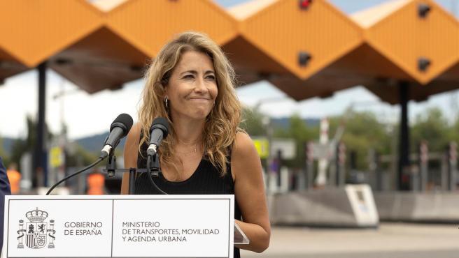 La ministra de Transportes, Movilidad y Agenda Urbana, Raquel Sánchez, interviene durante su visita de este martes al peaje de La Roca del Vallés (Barcelona) el día que finalizan las concesiones de la AP-7 y la AP-2.