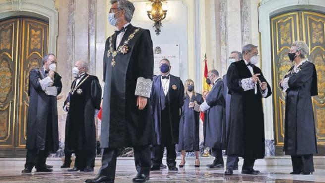 El presidente del CGPJ, Carlos Lesmes (en primer plano), junto a otros miembros de la judicatura, en la apertura del año judicial.
