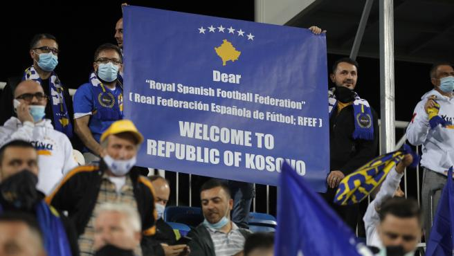 Pancarta de un aficionado de Kosovo