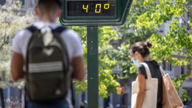Un termómetro marca 40 grados en Zaragoza.