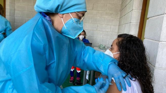 Coronavirus.-La Junta vacuna este viernes en la capital y la provincia a casi 400 personas con la tercera dosis