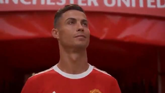 Cristiano Ronaldo entra en el estadio del Manchester United.