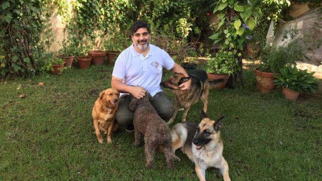 El experto en emergencias sanitarias y etología canina Juan Luis Castellví.
