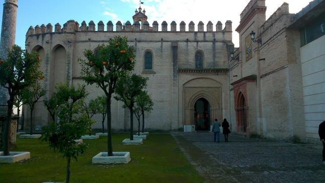 """El monasterio de San Isidoro del Campo acoge el rodaje de la película de terror psicológico """"Tin y Tina"""""""