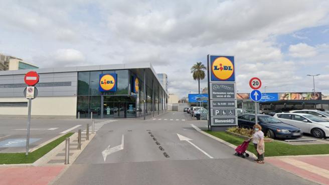 Acceso a un supermercado de la cadena Lidl.