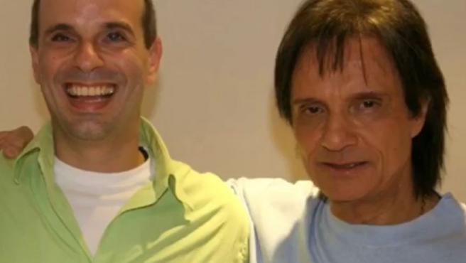 El cantante brasileño Roberto Carlos, junto a su hijo Dudu.