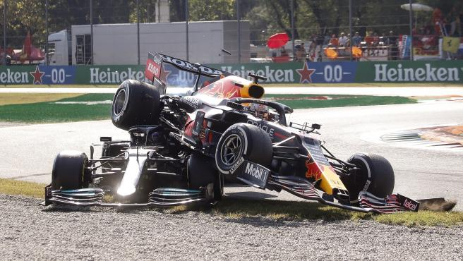 Hamilton and Verstappen accident