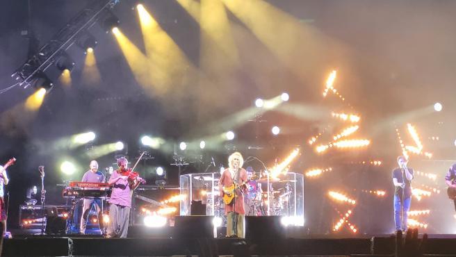 Robe y su banda, en el concierto de Rivas-Vaciamadrid.