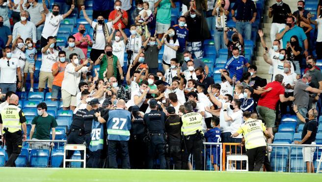 Vinícius celebra su gol con la grada