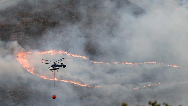 El incendio forestal declarado el pasado miércoles en Sierra Bermeja (Málaga), cuyo origen se cree que intencionado al prender una piña sobre hojarasca, ha sido controlado este martes por fin gracias a la lluvia que ha caído en la zona en las última horas.