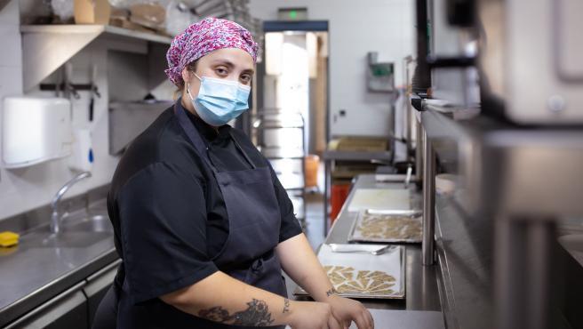 Ane Sesma trabaja como cocinera en uno de los restaurante de la cadena La Francachela, que ha implementado la jornada de cuatro días.