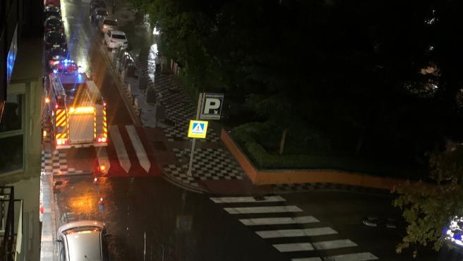 Calles anegadas, polideportivos con goteras y bomberos en acción tras las fuertes lluvias de este martes en Cuenca