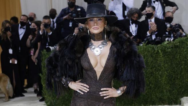 Jennifer Lopez, en la alfombra roja de la Gala MET 2021, en Nueva York.