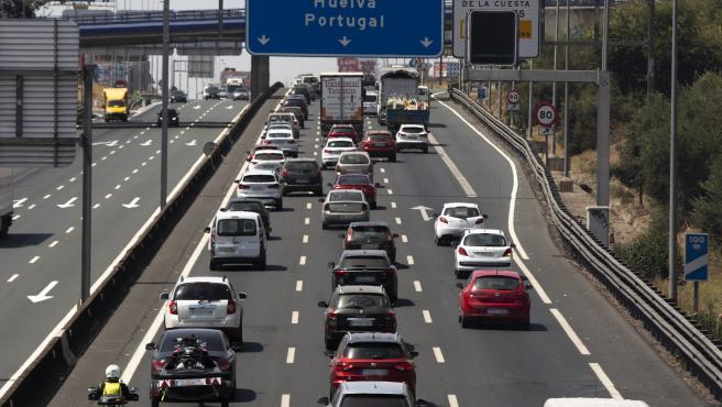 Más de dos kilómetros de retenciones en el sentido Huelva de la A-49 por un accidente de tráfico