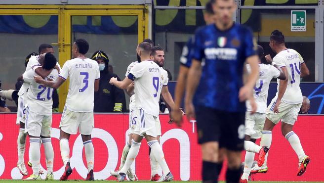 Los jugadores del Real Madrid celebran el gol de Rodrygo ante el Inter de Milán