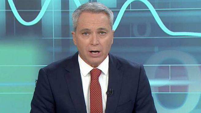 El periodista Vicente Vallés presenta 'Antena 3 Noticias'.