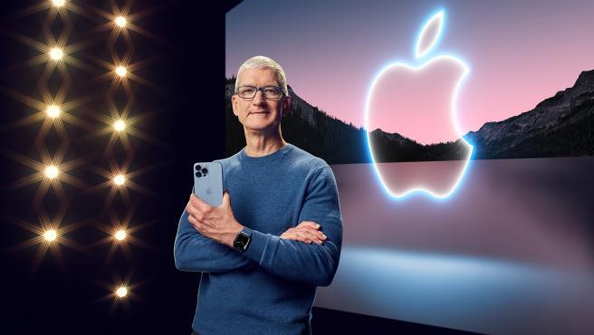 Tim Cook en la keynote de Apple con el nuevo Apple Watch y el iPhone 13.