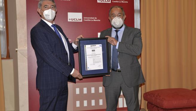 UCLM, primera universidad española en tener la certificación de Seguridad y Salud frente a COVID en el Trabajo de AENOR