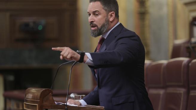 El líder de Vox, Santiago Abascal, interviene en una sesión de control al Gobierno en el Congreso de los Diputados, a 30 de junio de 2021, en Madrid, (España).
