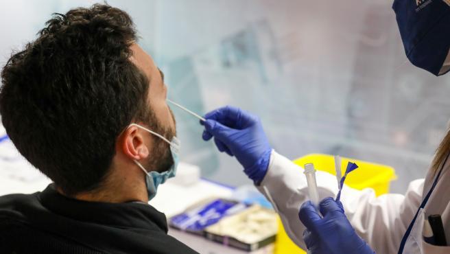 Sanidad notifica 3.222 casos, 44 muertes y la incidencia desciende a 91 casos