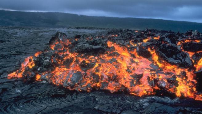 Colada de lava en la ladera de un volcán.