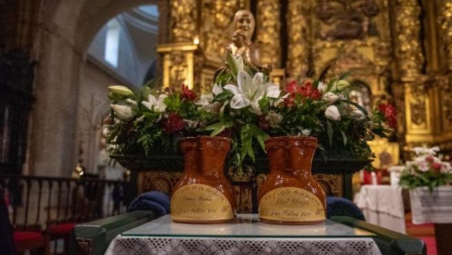 El primer mosto encumbra las fiestas de San Mateo en una misa solemne en Santa María de La Redonda