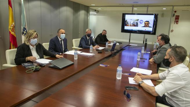 O vicepresidente primeiro e conselleiro de Presidencia, Xustiza e Turismo, Alfonso Rueda, e o conselleiro de Sanidade, Julio García Comesaña, reúnense con representantes do sector do ocio nocturno.
