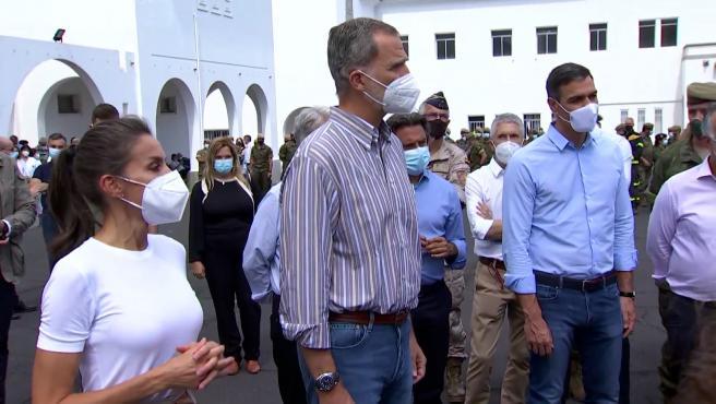 Los Reyes y Sánchez visitan a los afectados por la erupción del volcán