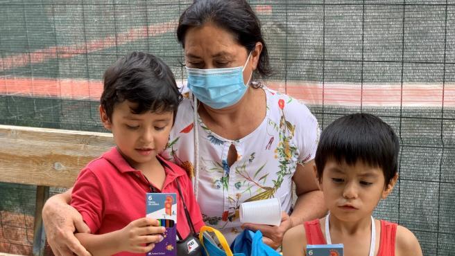 Fundación La Caixa ayuda a niños vulnerables con material escolar