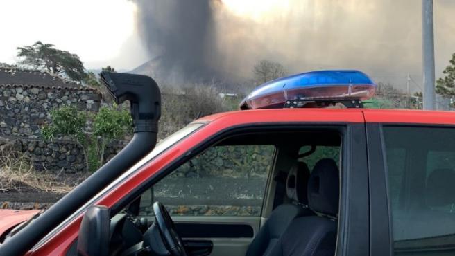 Los bomberos se retiran de Todoque por el aumento de las explosiones, los piroclastos y las cenizas.