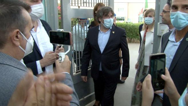 Carles Puigemont, saliendo de la prisión sarda de Sassari.