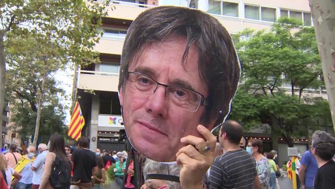 Unas 500 personas protestan en Barcelona contra la detención de Puigdemont
