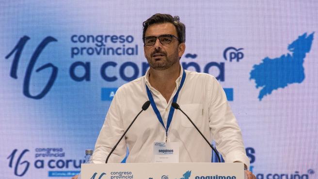 """Diego Calvo, reelegido presidente de los populares coruñeses, defiende un partido """"con los pies en la tierra"""""""