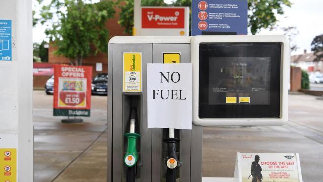 Una gasolinera fuera de servicio por falta de abastecimiento de combustible, en Londres, Reino Unido.
